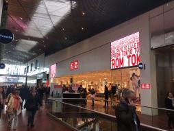 Enseigne vidéo LED boutique Uniqlo Lille